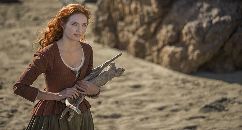 Demelza (Eleanor Tomlinson) on beach
