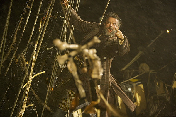 unit still from tv series Doctor Who - Captain Avery (Hugh Bonneville) clings to his ships rigging in storm