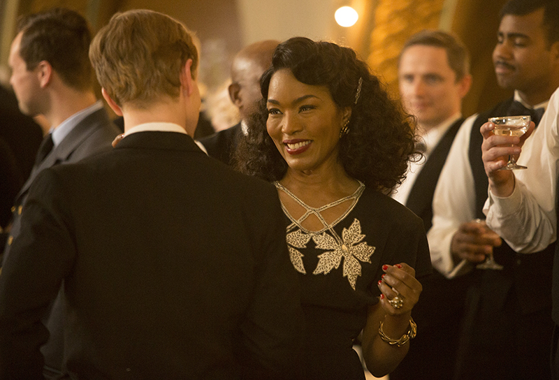 Eva (Angela Bassett) partying